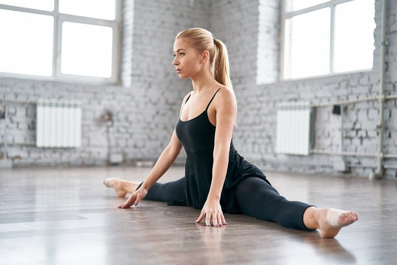 How to do the splits: exercises on development of flexibility and plasticity